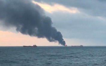 Εκρήξεις σε δύο πλοία στην Κριμαία, το πλήρωμα έπεφτε στη θάλασσα για να σωθεί