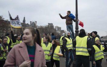 Οι πρώτες αψιμαχίες των «Κίτρινων Γιλέκων» με την αστυνομία ξεκίνησαν στο Παρίσι