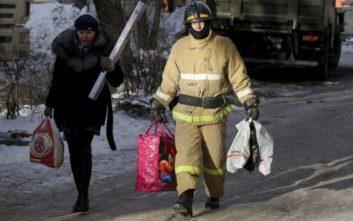 Αυξάνεται ο αριθμός των θυμάτων από κατάρρευση πολυκατοικίας στη Ρωσία