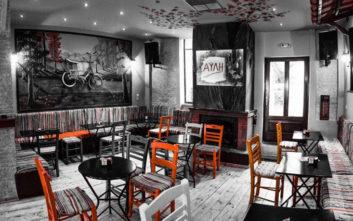 Παραδοσιακά και σύγχρονα καφενεία στο Κουκάκι