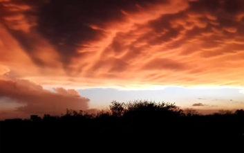 Θαυμάστε έναν πανέμορφο κόκκινο ουρανό που εμφανίστηκε στο Μπουένος Άιρες