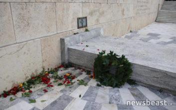 Πέταξαν το στεφάνι της Μέρκελ από το μνημείο του Άγνωστου Στρατιώτη