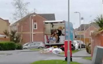 Ο τρόπος που ξεφόρτωνε τα πράγματα από το φορτηγό έφερε μπελάδες στην εταιρία