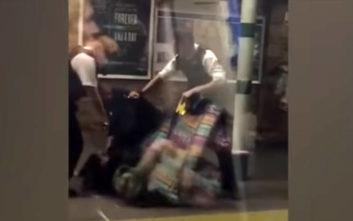 Η δραματική στιγμή της σύλληψης άνδρα με ματσέτα σε σταθμό τρένου στο Λονδίνο