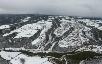 Χιονισμένο τοπίο όμοιο με εκείνα της Κεντρικής Ευρώπης