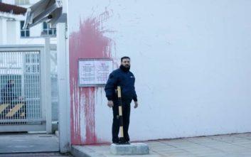 Ανακρίνονται οι οκτώ προσαχθέντες για την επίθεση στην πρεσβεία των ΗΠΑ