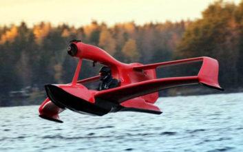 To ιπτάμενο… τζετ σκι κάνει πραγματικότητα το όνειρο της πτήσης