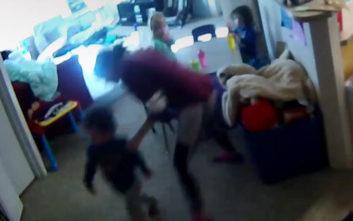 Η κρυφή κάμερα έπιασε τη μπέιμπι σίτερ να χτυπά το αυτιστικό παιδί της