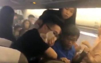 Όλοι τα έχασαν από τον λόγο που η καμπίνα του αεροσκάφους γέμισε με… καπνό