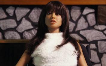 «Αγόρασα στον αρραβωνιαστικό μου μια κούκλα του σεξ»