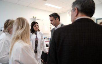 Αιφνιδιαστική επίσκεψη Μητσοτάκη στο Αττικό Νοσοκομείο