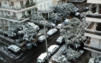 Κλικ από χιονισμένες γειτονιές της Αθήνας
