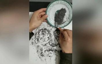 Ζωγραφίζει τον Αϊνστάιν με στάχτη
