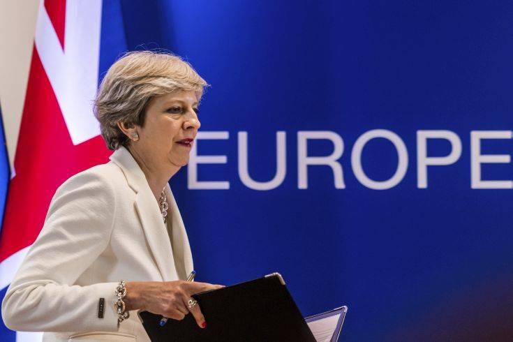 Η Μέι δεν θα πάει στο Νταβός για να επικεντρωθεί στο Brexit