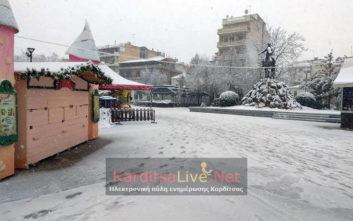 Όλο και πιο πυκνή η χιονόπτωση στην Καρδίτσα