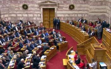 Πανδαιμόνιο στη Βουλή μετά το «όχι στην προδοσία» του Μπαρμπαρούση