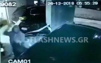 Εικόνες-σοκ από την επίθεση αγνώστου κατά νεαρής γυναίκας στα Χανιά