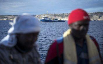 Μετανάστες ζητούν αποζημίωση από Σαλβίνι και Κόντε