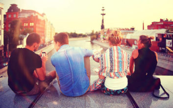 Έξι λόγοι που το ταξίδι σας κάνει καλύτερους φίλους