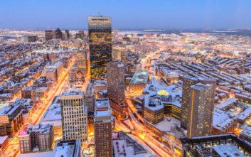 Μοναδικές εικόνες από τη χιονισμένη Βοστόνη
