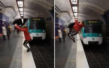 Κυνηγός της αδρεναλίνης κάνει ανάποδα σάλτα μπροστά από… διερχόμενα τρένα