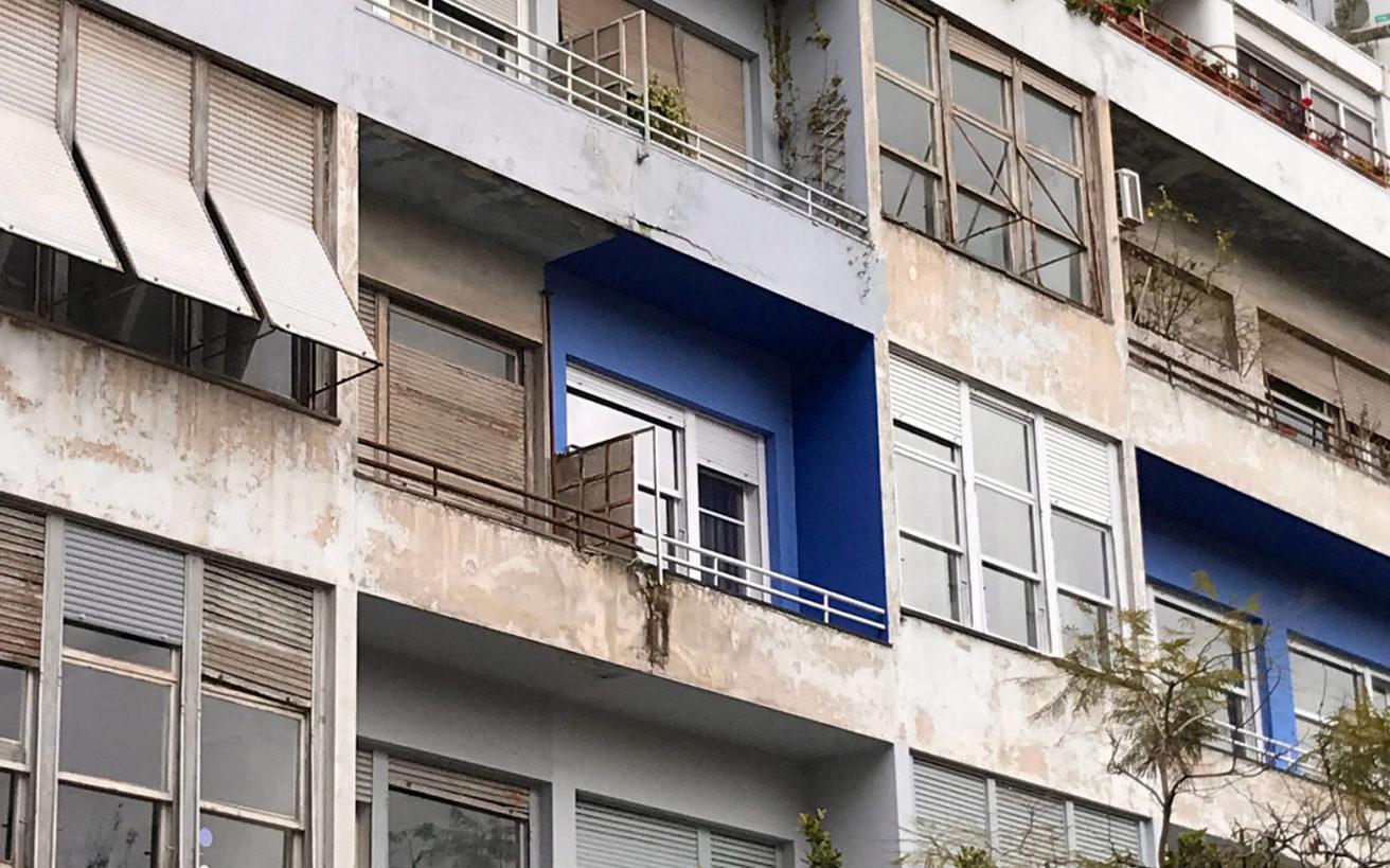 Η ιστορία της «μπλε» πολυκατοικίας στα Εξάρχεια
