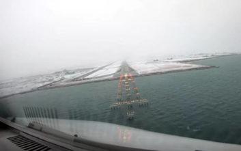 Πώς φαίνεται από το αεροπλάνο η προσγείωση στη χιονισμένη Θεσσαλονίκη