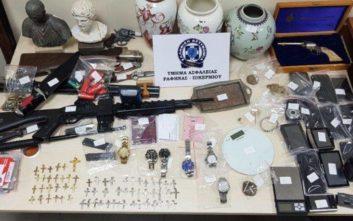 Στα χέρια της Αστυνομίας σπείρα που «έγδυσε» πάνω από 55 σπίτια στην Αττική