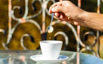 Σημάδια ότι μάλλον πίνετε πολύ καφέ