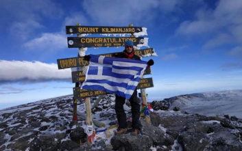 Ένας Έλληνας αστυνομικός στην κορυφή του όρους Κιλιμάντζαρο