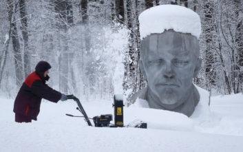 Οι χιονοπτώσεις ρεκόρ προκαλούν χάος στην Αγία Πετρούπολη