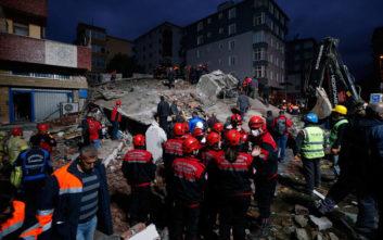 Αυξάνεται συνεχώς ο αριθμός των θυμάτων από την κατάρρευση κτιρίου στην Κωνσταντινούπολη