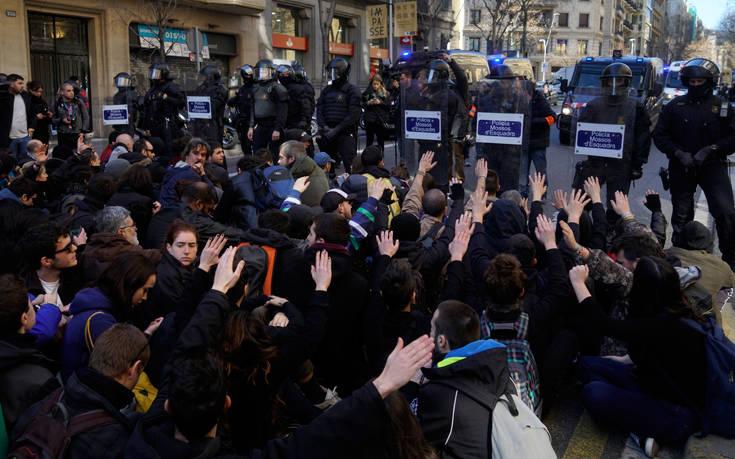 Οργή Πουτζντεμόν για τη δίκη των Καταλανών αυτονομιστών