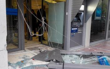 Φωτογραφίες από τη ληστεία σε τράπεζα στα Μέγαρα