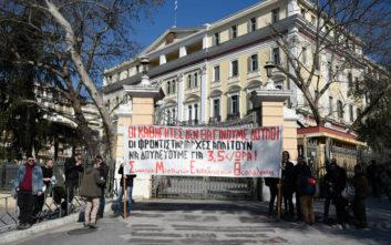 Συγκέντρωση μισθωτών εκπαιδευτικών στη Θεσσαλονίκη