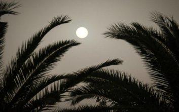Καιρός: Αφρικανική σκόνη καλύπτει τη χώρα, αποπνικτική η ατμόσφαιρα