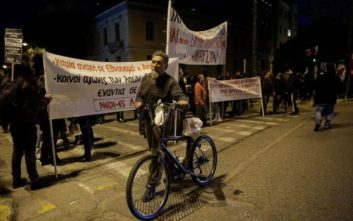 Δύο παράλληλες διαδηλώσεις «έκοψαν» στη μέση την Αθήνα