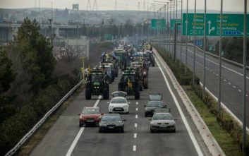 Αγρότες έκλεισαν με τα τρακτέρ τους την Ε.Ο. Θεσσαλονίκης - Σερρών