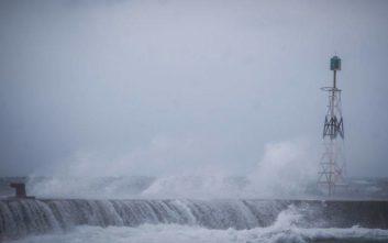 Η «Χιόνη» σφυροκοπά με θυελλώδεις ανέμους, βροχές και χιόνια, αρκετά τα προβλήματα στη χώρα