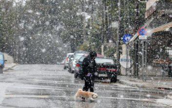 Καιρός: Χιόνια, ισχυροί άνεμοι και πτώση θερμοκρασίας, δείτε τους χάρτες με την κακοκαιρία