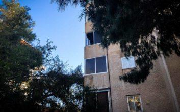 Για κακούργημα κατηγορείται η μητέρα του μωρού που χάθηκε στη φωτιά της Βάρκιζας