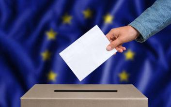 Πλάτη στους πολιτικούς «γυρίζουν» οι ευρωπαίοι