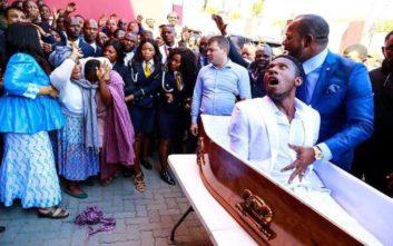 Σάλος με το «θαύμα» της ανάστασης ενός νεκρού από πάστορα στη Ν. Αφρική
