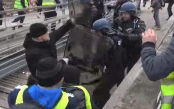 Φυλάκιση στον πυγμάχο που έδειρε αστυνομικούς σε διαδήλωση των «κίτρινων γιλέκων»