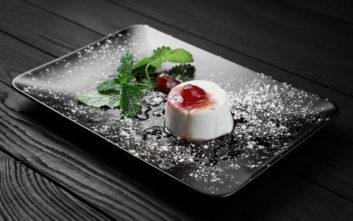 Πανακότα με μαρμελάδα φράουλα