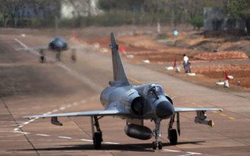 Μαχητικό αεροσκάφος συνετρίβη στην Ινδία, νεκροί οι δύο κυβερνήτες