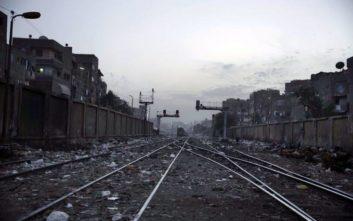 Τουλάχιστον δέκα νεκροί στη φωτιά στο σιδηροδρομικό σταθμό Καΐρου