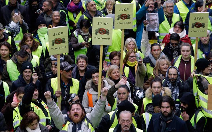Τα «κίτρινα γιλέκα» ξανά στους δρόμους για τους τρεις μήνες κινητοποιήσεων