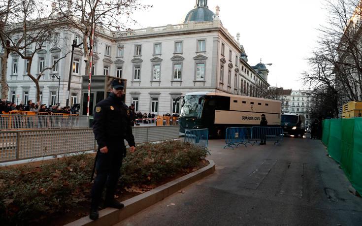 Αρχίζει στο Ανώτατο Δικαστήριο η ιστορική δίκη των Καταλανών αυτονομιστών