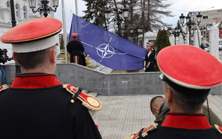 Η σημαία του ΝΑΤΟ κυματίζει στα Σκόπια, ο Ζάεφ αποκάλεσε τη χώρα «Βόρεια Μακεδονία»